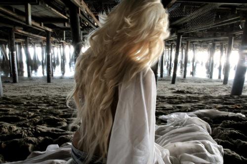 Фото красивых девушек сзади с короткими волосами со спины на аву